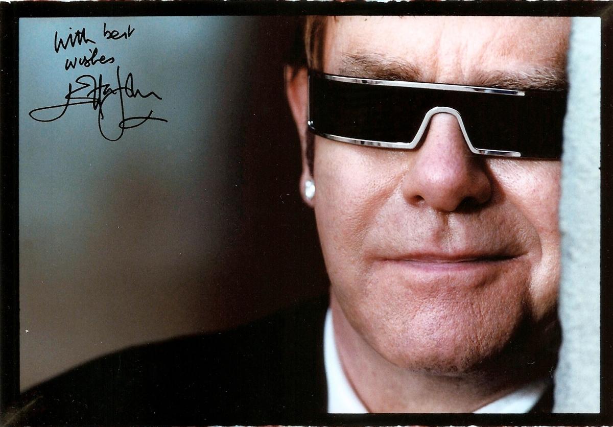 #105 Autograf - Sir Elton John